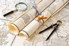 Mapas velhos com magnifier e compasso foto de stock royalty free