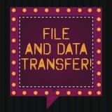 Mapp för textteckenvisning och dataöverföring Överförande information om begreppsmässigt foto direktanslutet vid det fyrkantiga a vektor illustrationer
