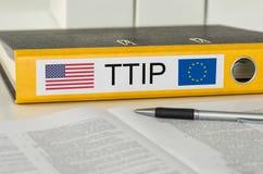 Mapp med etiketten TTIP Arkivbilder
