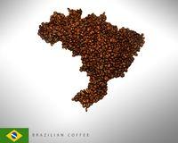 Mappa brasiliana con i chicchi di caffè, fotografia, immagine stock