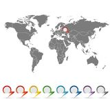 Mappa del mondo con un insieme dei puntatori Fotografie Stock Libere da Diritti