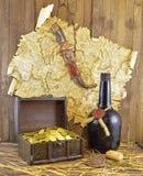 Mappa del pirata con il coltello e l'oro Fotografia Stock