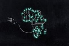 Mappa dell'Africa fatta dei circuiti & della spina elettronici del microchip immagine stock libera da diritti