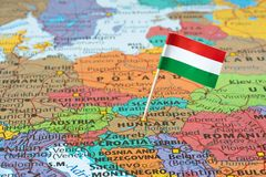 Mappa dell'Ungheria e perno della bandiera Immagine Stock
