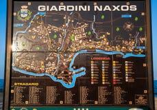 Mappa della città della città di Giardini Naxos sulla spiaggia urbana Fotografie Stock