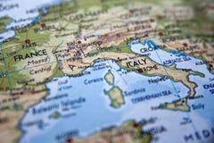 Mappa di Europa con il fuoco sull'Italia Fotografie Stock Libere da Diritti