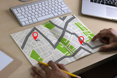 Mappa di GPS alla via di posizione della connessione di rete della destinazione di itinerario fotografia stock libera da diritti
