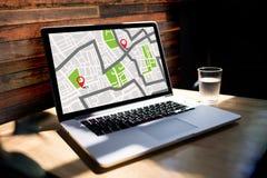 Mappa di GPS alla via di posizione della connessione di rete della destinazione di itinerario fotografie stock libere da diritti