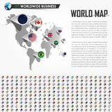 Mappa di mondo di prospettiva e perno di posizione del navigatore di GPS con tutti gli elementi nazionali della bandiera di paese Fotografia Stock Libera da Diritti