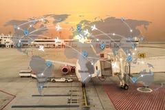 Mappa di uso della rete degli aeroplani degli itinerari di volo per il viaggio globale, im fotografia stock libera da diritti