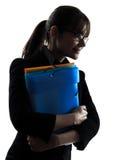 Sparar hållande mappar för affärskvinna ståendesilhouetten Royaltyfri Fotografi