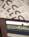 Mappe, Geld und Kreditkarten Stockfotografie