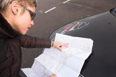 mapy dróg kobieta Obraz Royalty Free