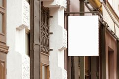 Maqueta al aire libre real en blanco de la muestra del restaurante fotografía de archivo