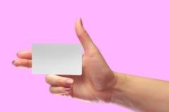 Maqueta blanca de la tarjeta de la mano del espacio en blanco femenino correcto del control Mofa de la Llamada-tarjeta de la etiq Fotos de archivo libres de regalías