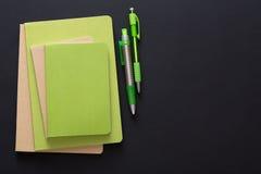 Maqueta con el sistema de diversos cuadernos coloridos Imágenes de archivo libres de regalías