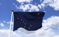 Maqueta de la bandera de Alaska en el viento ilustración del vector