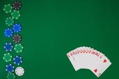 Maqueta de la disposición de la plantilla de la bandera para el casino en línea Tabla verde, opinión superior sobre lugar de trab imágenes de archivo libres de regalías