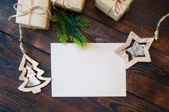 Maqueta de marcado en caliente elegante para exhibir sus ilustraciones Regalos lindos del Año Nuevo de la Navidad del vintage, es Fotografía de archivo