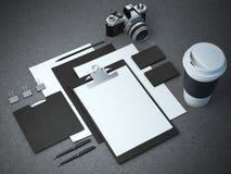 Maqueta de marcado en caliente negra en el hormigón imagenes de archivo