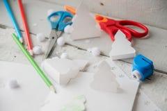 Maqueta del collage de la decoración de la Navidad con sus propias manos Decoración del hogar de la guirnalda de la Navidad con l Fotos de archivo libres de regalías