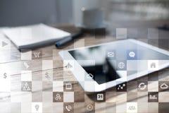Maqueta del negocio Flujo de trabajo de la oficina Iconos en la pantalla virtual Concepto de la tecnología Imagen de archivo