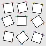 Maqueta del vector de un bastidor en blanco de la foto en un fondo gris con una cinta pegajosa stock de ilustración