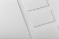 Maqueta determinada de los efectos de escritorio corporativos Papel con membrete y tres negocio c Imágenes de archivo libres de regalías