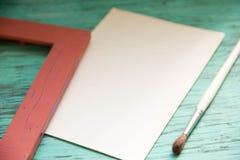 Maqueta en la tabla azul vieja del fondo Imagen de archivo