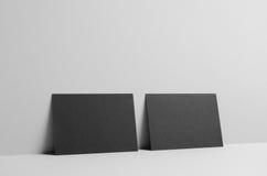 Maqueta negra del aviador A6/de la postal/de la invitación - emparede el fondo Fotografía de archivo libre de regalías