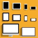 Maquetas de los dispositivos electrónicos en diseño plano Fotos de archivo
