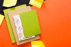 Maquette avec l'ensemble de divers carnets colorés Photo stock