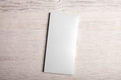 Maquette blanche de paquet de barre de chocolat Photographie stock libre de droits
