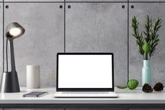 Maquette d'ordinateur, écran de PC sur la table dans le bureau, rendu 3d d'espace de travail Photos libres de droits