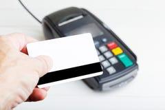 Maquette d'un terminal en plastique de carte et de paiement Photo stock