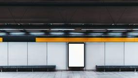 Maquette de bannière vide d'infos dans le souterrain photos stock