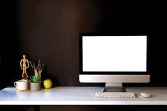 Maquette de bureau créatif de concepteur au workplac intérieur foncé Images libres de droits