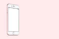 Maquette de l'iPhone 7 de Rose Gold Apple sur le fond rose solide avec l'espace de copie Photos libres de droits