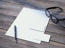 Maquette de marquage à chaud blanche avec les verres noirs Images libres de droits