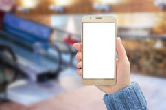 Maquette futée de téléphone Le mobile d'utilisation de femme avec le blanc a isolé l'affichage pour la présentation Photographie stock libre de droits