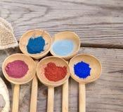 Maquillage avec la poudre minérale Photographie stock libre de droits