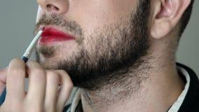 Maquillage barbu de gettinng d'homme de metrosexual clips vidéos
