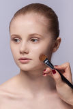Maquillage. Cosmétique. Application du maquillage Photographie stock