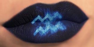 Maquillage créatif à la mode de lèvre Verseau brillant brillant de lèvres de plan rapproché image stock