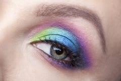 Maquillage d'oeil Beau maquillage de scintillement de yeux Détail de maquillage de vacances Jeux faux photos libres de droits