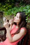 Maquillage de fixation de fille photographie stock