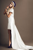 Maquillage de mariage de portrait de jeune mariée, coiffure, bijoux de mannequin et visage de fille de beauté Photographie stock libre de droits