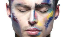 Maquillage de peinture de visage, jeune homme clips vidéos