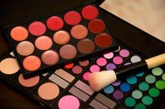 Maquillage de rouge à lèvres et de fard à paupières Photo stock