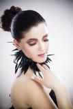 Maquillage et coiffure professionnels, belle fin de jeune femme  image stock